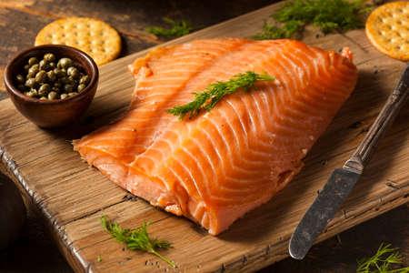 salmon ahumado: Homemade Aperitivo de salmón ahumado con galletas y Alcaparras