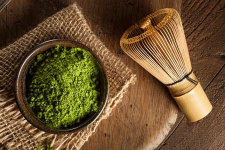 feier: Roh Organisch Grüner Matcha Tee in einer Schüssel Lizenzfreie Bilder