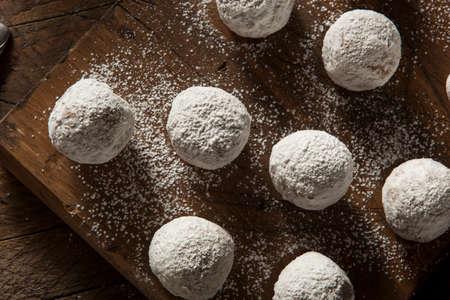 Homemade Agujeros azucarados del buñuelo en un fondo Foto de archivo - 36521523