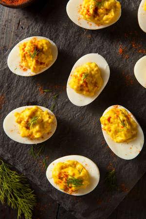 mayonesa: Picante hecha en casa Huevos Rellenos con pimentón y eneldo