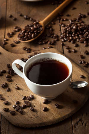 Dark Organic Black Coffee in a Cup Banque d'images
