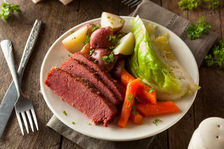Homemade Corned Beef and Cabbage with Carrots and Potatoes Foto de archivo
