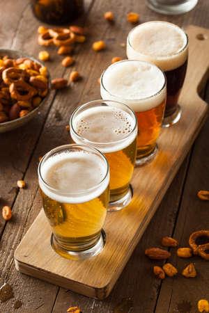 Assorted Beers in een Flight Klaar voor Proeven