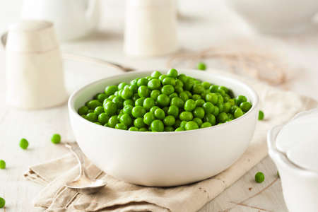 green peas: Organic Steamed Fresh Green Peas in a Bowl Stock Photo