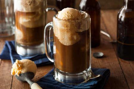 gaseosas: Flotador refrescante cerveza de raíz con helado de vainilla