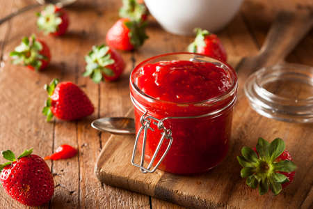 Homemade Organic Strawberry Jelly in een Jar