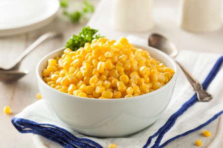 Organische Geel Gestoomde Corn in een Kom Stockfoto - 38343106
