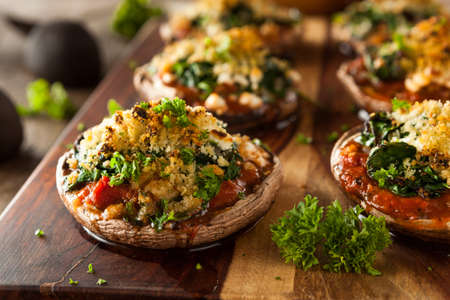 Homemade Baked Stuffed Portabello Mushrooms with Spinach and Cheese Imagens
