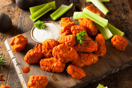 Hot and Spicy Boneless Buffalo Chicken Wings with Ranch Reklamní fotografie - 38376425