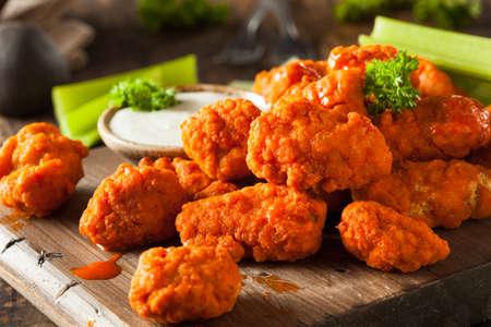 Warm en kruidig Boneless Buffalo Chicken Wings met Ranch
