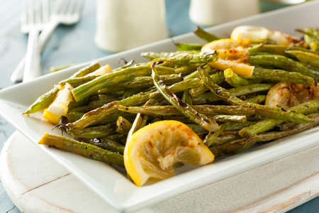 ejotes: Homemade Sauteed Green Beans with Lemon and Garlic Foto de archivo