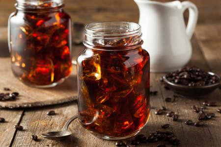 Hausgemachte kaltes Gebräu Kaffee zum Frühstück trinken Standard-Bild - 39450978
