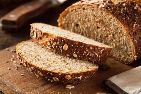 Organic Homemade Whole Wheat Bread Ready to Eat Foto de archivo