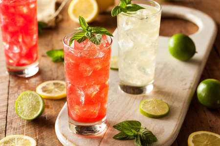 agua con gas: Fresh Organic Italian soda con verde menta
