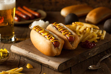 Barbecue Grilled Hot Dogs with Yellow Mustard Banco de Imagens - 40569376