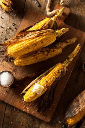 maíz: Callos a la parrilla en la mazorca con sal y mantequilla