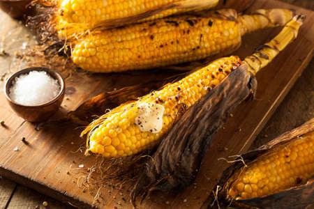 塩とバターでコブに焼きトウモロコシ