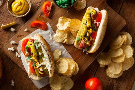 PICKLES: Hecho en casa del estilo de Chicago perro caliente con mostaza condimento Tomate y Cebolla