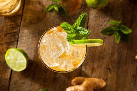 Verfrissende Golden Ginger Bier met limoen en Mint