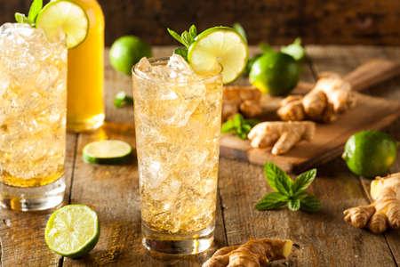 jengibre: Refrescante oro cerveza de jengibre con limón y menta
