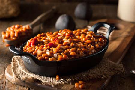 黒いフライパンに豆を焼き自家製バーベキュー