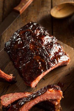 rib: Hecho en casa Barbacoa Costillas de cerdo ahumado Listo para comer Foto de archivo