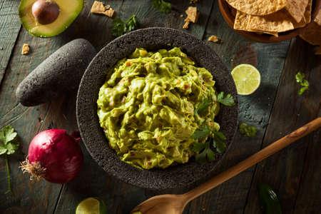 bailar salsa: Homemade Guacamole y virutas Listo para comer