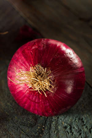 red onions: Raw Organic Red Onions on a Background