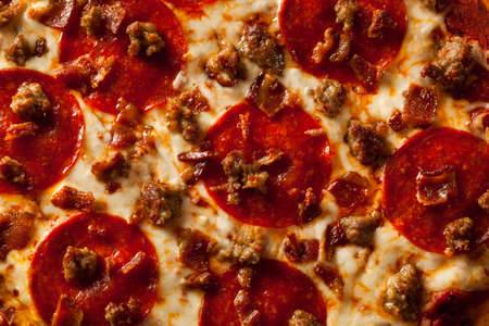 meat lover: Homemade Meat Loves Pizza with Pepperoni Sausage and Bacon