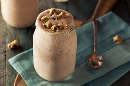 chocolate cookie: Homemade Cookie Dough Milkshake Listo para comer