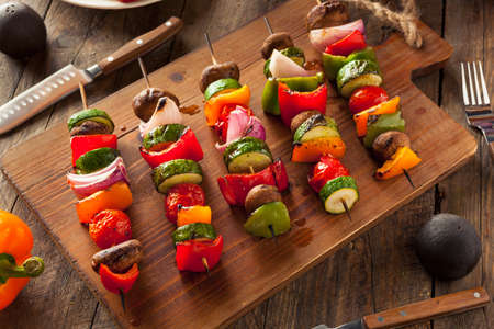 Organic Homemade Vegetable Shish Kababs with Peppers, Onions and Tomatos Imagens