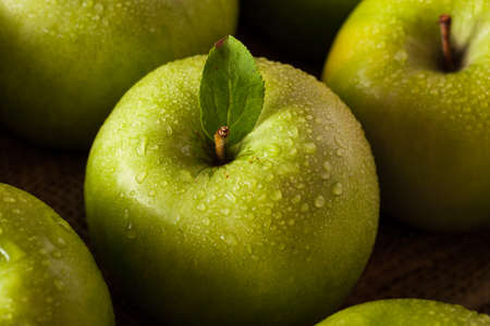 granny smith: Organic Green Granny Smith Apple Ready to Eat Stock Photo