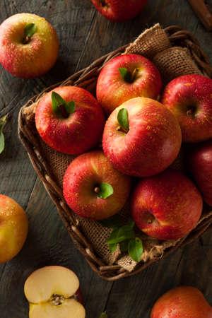 comiendo frutas: Raw Red Fuji Apples in a Basket Foto de archivo