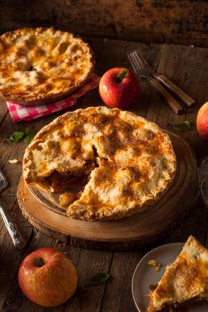 apple pie: Hecho en casa fresca Pastel de manzana con una corteza Flakey