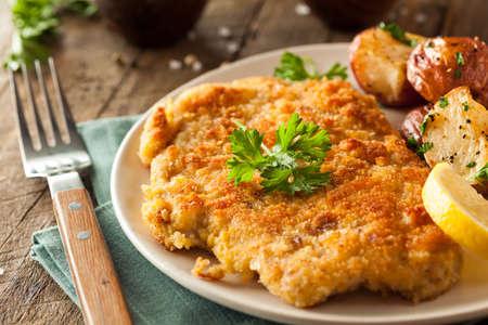 pain: Homemade pan� allemande Weiner Schnitzel avec pommes de terre