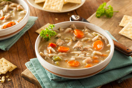 sopa de pollo: Homemade Chicken Noodle Soup con zanahorias y apio