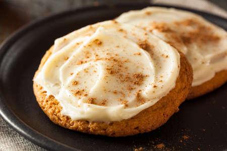 galletas de jengibre: Homemade Pumpkin Spice galletas con helar queso crema