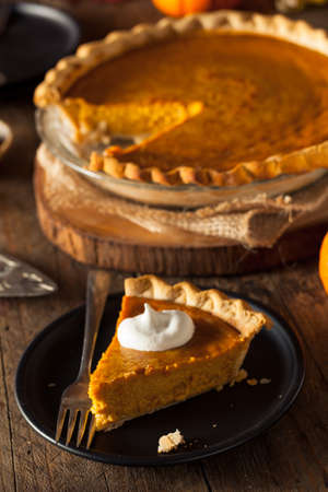 dynia: Festive Homemade Pumpkin Pie with Whipped Cream