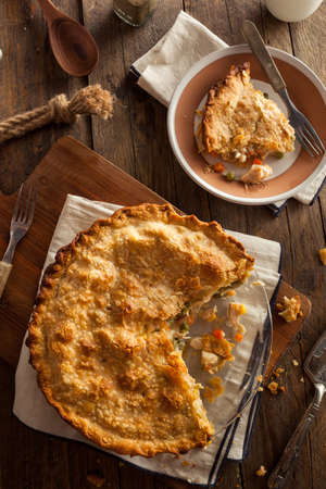 Hearty Homemade Chicken Pot Pie with Peas and Carrots 版權商用圖片