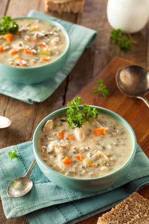 sopa de pollo: Homemade Wild Rice and Chicken Soup in a Bowl