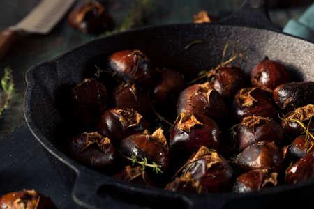 castaÑas: Orgánicos castañas asadas con hierbas y mantequilla