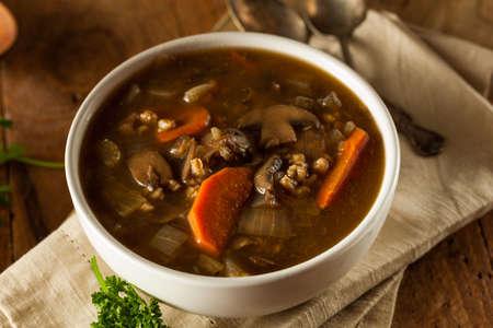 cebada: Casera de setas sopa de cebada Listo para comer