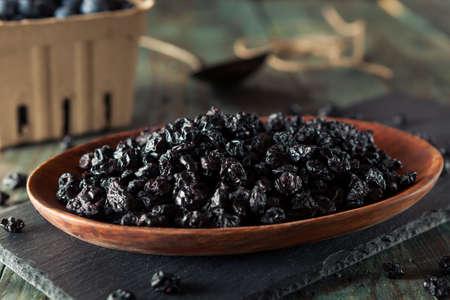 legumbres secas: Raw secos saludables arándanos en un tazón