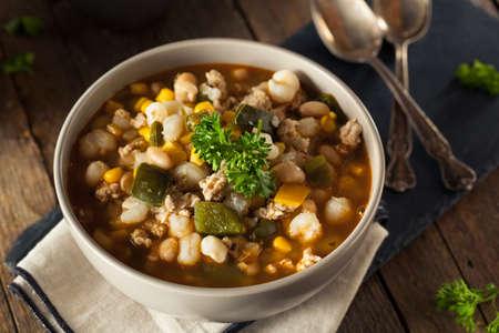 frijoles: Hecha en casa caliente haba blanca de pollo chile con pimientos y maíz