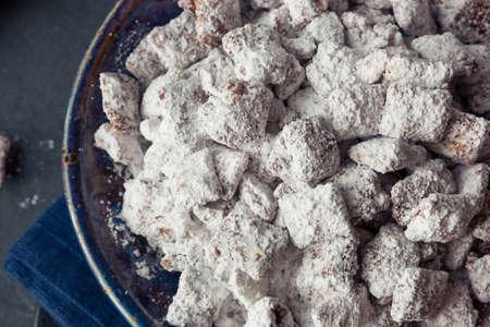 Homemade Powdered Sugar Puppy Chow Muddy Buddies to Eat