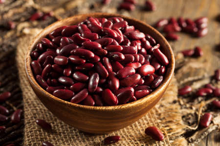 Raw Red Organic Kidney Beans in a Bowl Archivio Fotografico