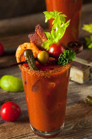 Bacon maison Spicy Vodka Bloody Mary avec Tomatos, Olive et Céleri