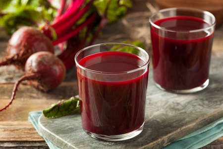 Raw Organic Beet Juice in a Glass Stockfoto