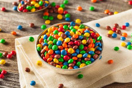 #55177181   Regenbogen Bunte Süßigkeit überzogene Schokoladen Stücke In  Einer Schüssel