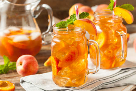 Fresh Homemade Peach Sweet Tea with Mint Фото со стока